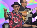 Glastonbury 2019: Jeff Goldblum brings out Sharon Van Etten and announces new album